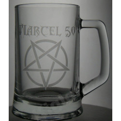 Metalový půllitr s pentagramem
